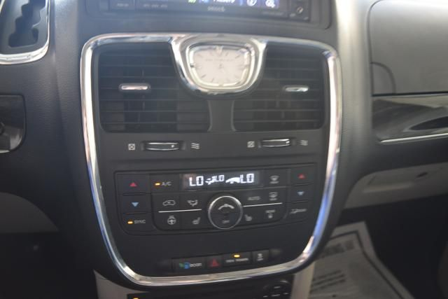 2012 Chrysler Town & Country Touring-L Richmond Hill, New York 18