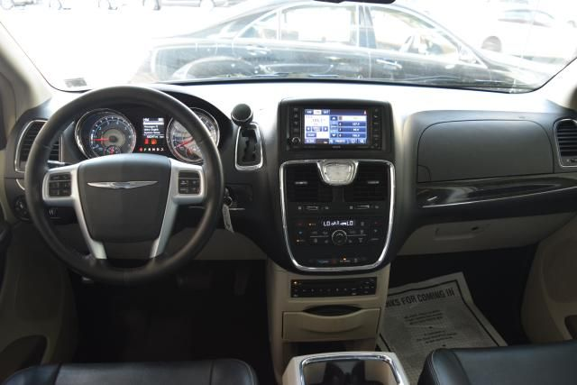 2012 Chrysler Town & Country Touring-L Richmond Hill, New York 9