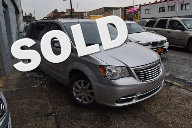 2012 Chrysler Town & Country Touring-L Richmond Hill, New York 0