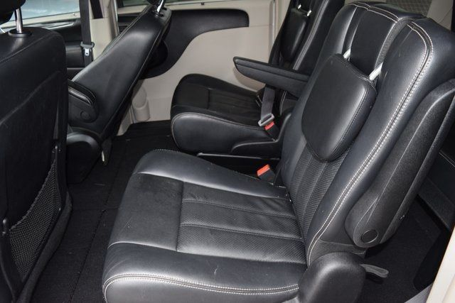 2012 Chrysler Town & Country Touring-L Richmond Hill, New York 10