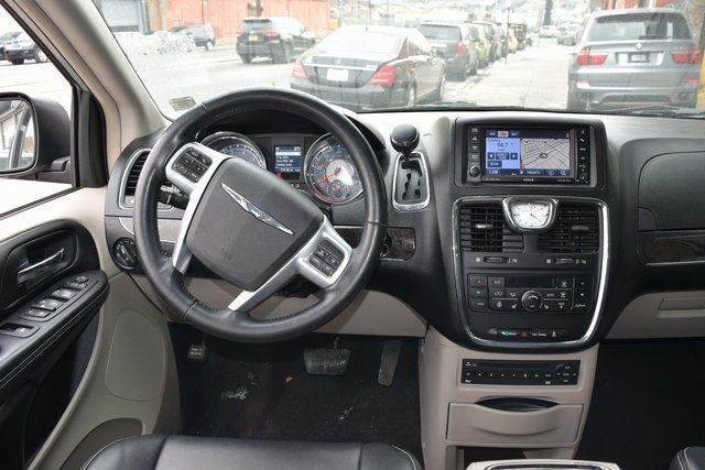 2012 Chrysler Town & Country Touring-L Richmond Hill, New York 12