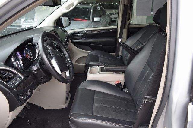 2012 Chrysler Town & Country Touring-L Richmond Hill, New York 13