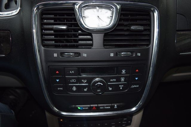 2012 Chrysler Town & Country Touring-L Richmond Hill, New York 19
