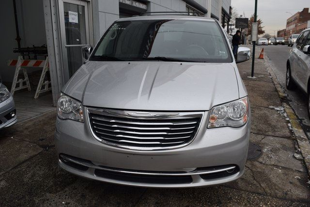 2012 Chrysler Town & Country Touring-L Richmond Hill, New York 2