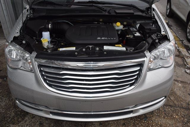 2012 Chrysler Town & Country Touring-L Richmond Hill, New York 3