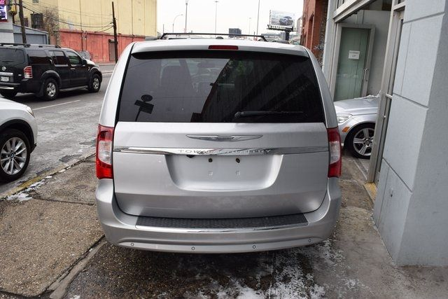 2012 Chrysler Town & Country Touring-L Richmond Hill, New York 6