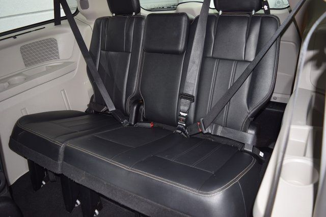 2012 Chrysler Town & Country Touring-L Richmond Hill, New York 8