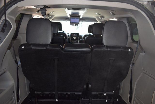 2012 Chrysler Town & Country Touring Richmond Hill, New York 12