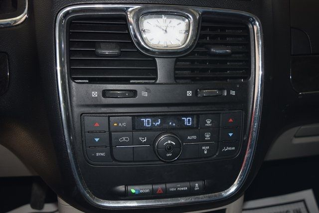2012 Chrysler Town & Country Touring Richmond Hill, New York 21