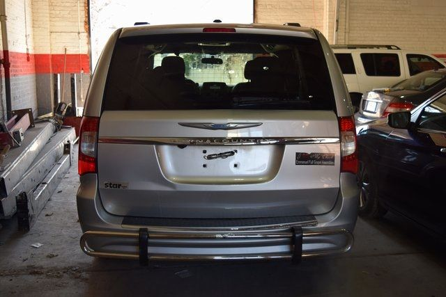 2012 Chrysler Town & Country Touring Richmond Hill, New York 5