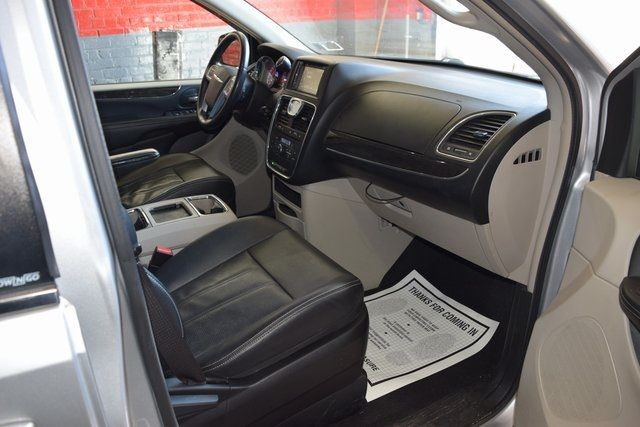2012 Chrysler Town & Country Touring Richmond Hill, New York 7