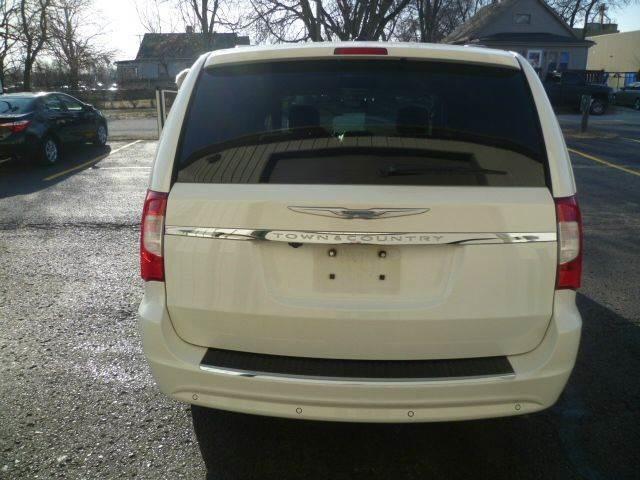 2012 Chrysler Town & Country Touring Roscoe, Illinois 4