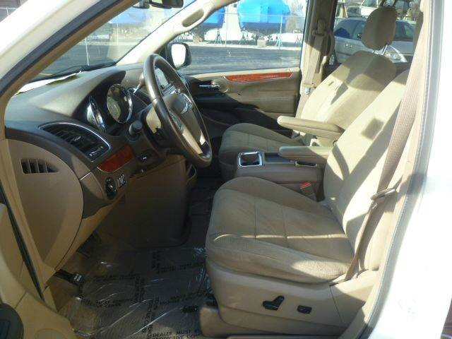 2012 Chrysler Town & Country Touring Roscoe, Illinois 5
