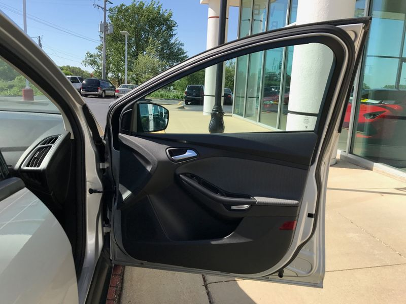 2012 Ford Focus SE  Lake Bluff IL  Executive Motor Carz  in Lake Bluff, IL