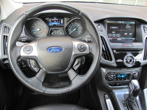 2012 Ford Focus Titanium | Louisville, Kentucky | iDrive Financial in Louisville, Kentucky