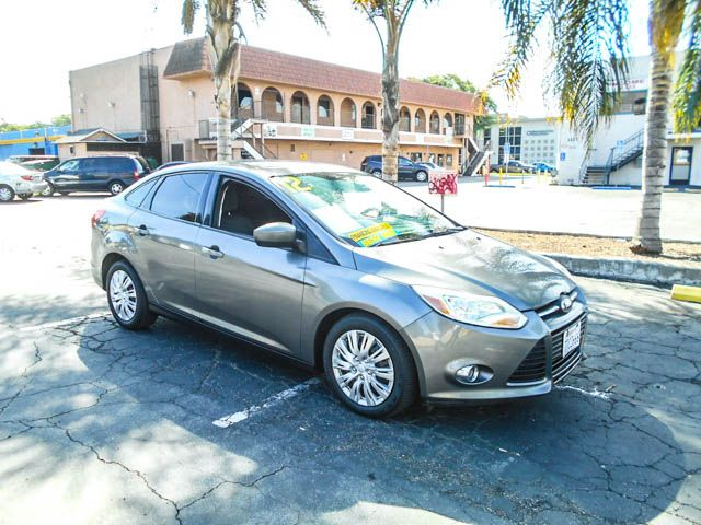 2012 Ford Focus SE Limited warranty included to assure your worry-free purchase AutoCheck report