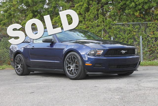 2012 Ford Mustang V6 Premium  WARRANTY CARFAX CERTIFIED 12 SERVICE RECORDS FLORIDA VEHICLE