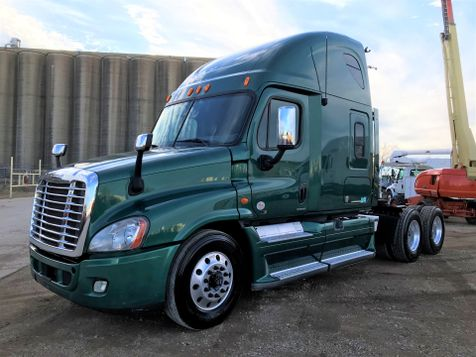 2012 Freightliner CASCADIA SLEEPER TRACTOR TRUCK  in Fort Worth, TX