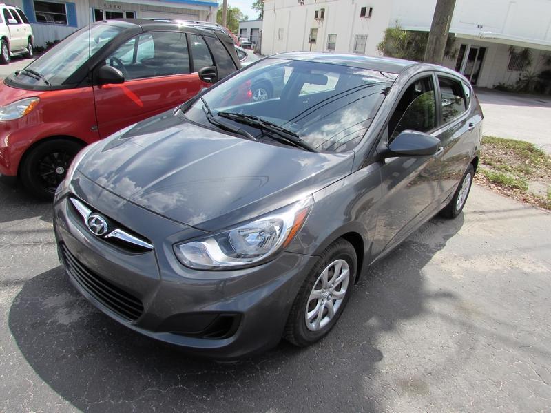 2012 Hyundai Accent 5-Door