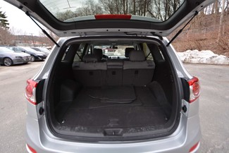 2012 Hyundai Santa Fe SE Naugatuck, Connecticut 12