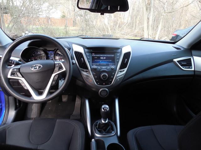 2012 Hyundai Veloster w/Black Int Leesburg, Virginia 12