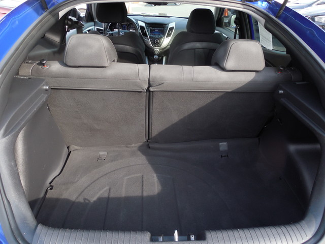 2012 Hyundai Veloster w/Black Int Leesburg, Virginia 9