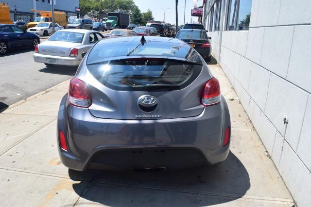 2012 Hyundai Veloster w/Black Int Richmond Hill, New York 3