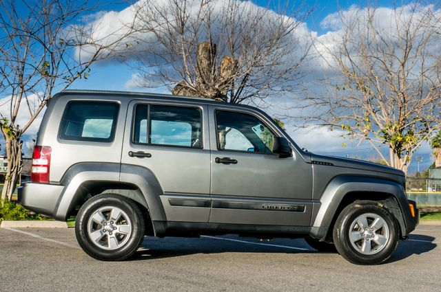 2012 Jeep Liberty Sport - AUTO  - 51K MILES - ALLOY WHEELS Reseda, CA 5