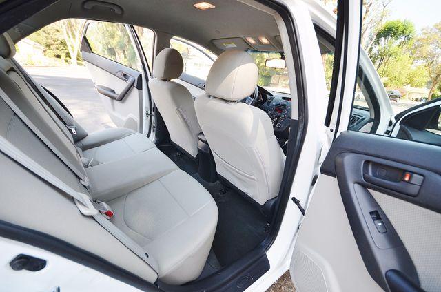 2012 Kia Forte EX - AUTO - ONLY 30K MILES Reseda, CA 7