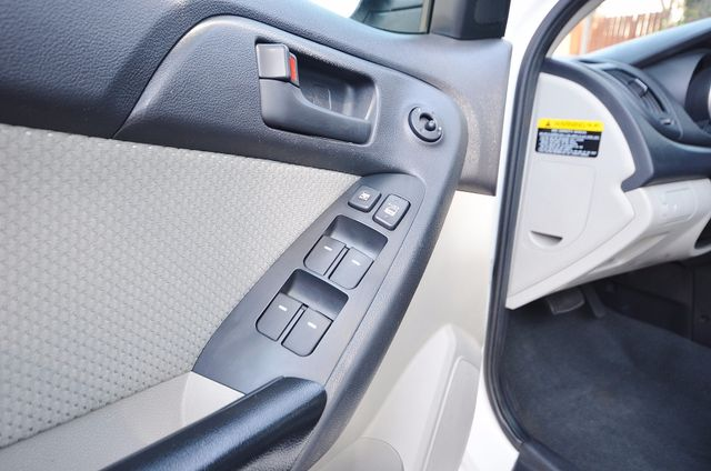 2012 Kia Forte EX - AUTO - ONLY 30K MILES Reseda, CA 9