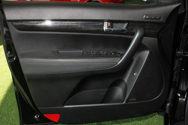 2012 Kia Sorento SX FWD - NAV - HEATED/COOLED LEATHER! Mooresville , NC 35