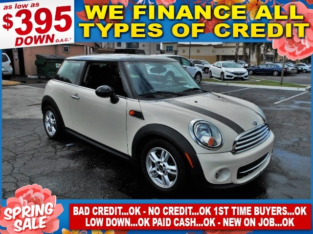2012 MINI Hardtop Limited warranty included to assure your worry-free purchase AutoCheck report i