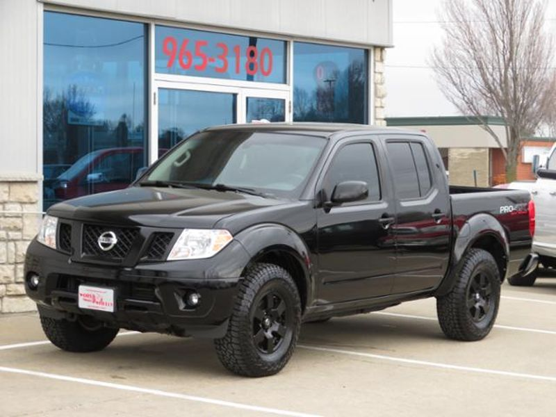 2012 Nissan Frontier Crew Cab PRO-4X RARE 6 Speed  in Ankeny IA