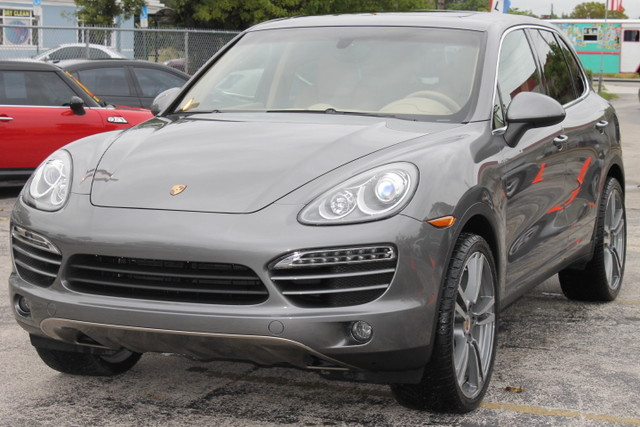 2012 Porsche Cayenne  FACTORY WARRANTY CARFAX CERTIFIED 1 OWNER PANORAMIC ROOF FLORIDA VEHIC