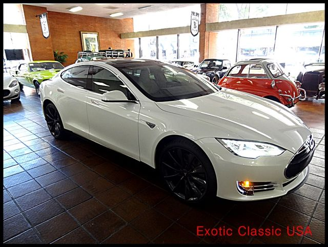 2012 Tesla Model S Signature Performance autographed by Elon Musk San Diego, California 8