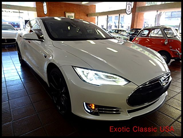 2012 Tesla Model S Signature Performance autographed by Elon Musk San Diego, California 9