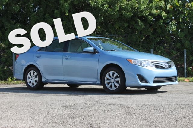 2012 Toyota Camry LE  WARRANTY CARFAX CERTIFIED GAS SAVER TRADES WELCOME  The 2012 Toyot