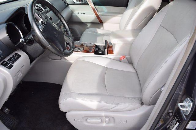 2012 Toyota Highlander Limited Richmond Hill, New York 13