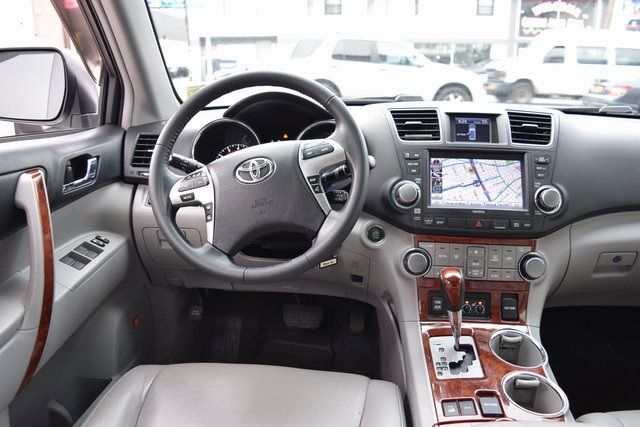 2012 Toyota Highlander Limited Richmond Hill, New York 14