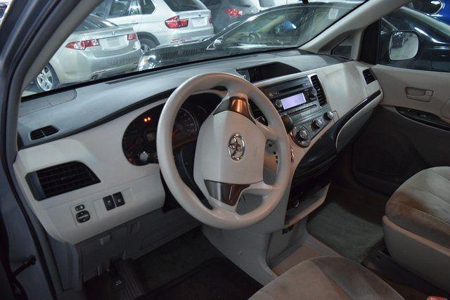 2012 Toyota Sienna Richmond Hill, New York 13