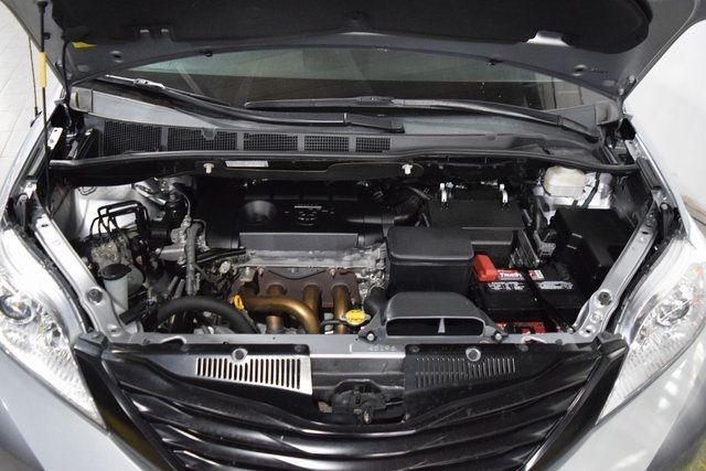 2012 Toyota Sienna Richmond Hill, New York 4