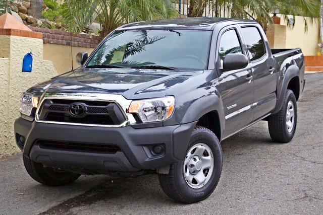 2012 Toyota TACOMA PRERUNNER DOUBLE CREW CAB AUTOMATIC ONLY 53K MLS 1-OWNER Woodland Hills, CA 31