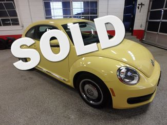 2012 Volkswagen Beetle 2.5L BEAUTY! LOW LOW  MILES!~ LIKE NEW!~ Saint Louis Park, MN