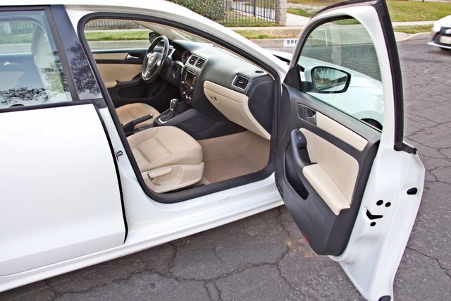 2012 Volkswagen JETTA SE W/CONVENIENCE ONLY 85K MLS SUNROOF LEATHER SERVICE RECORDS! Woodland Hills, CA 18