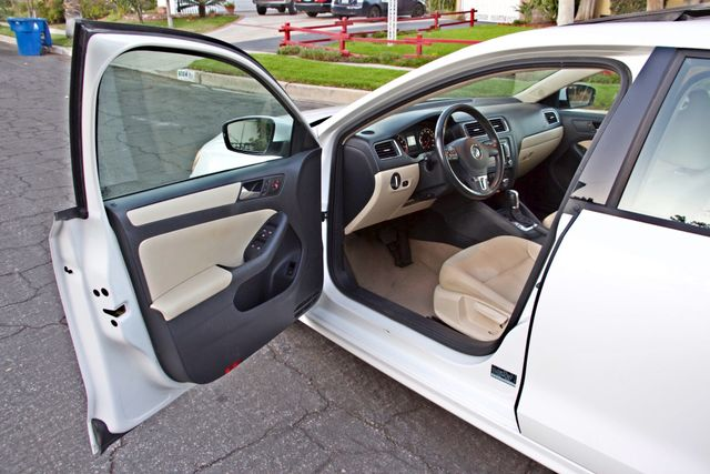 2012 Volkswagen JETTA SE W/CONVENIENCE ONLY 85K MLS SUNROOF LEATHER SERVICE RECORDS! Woodland Hills, CA 9