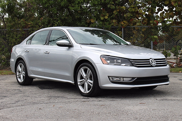 2012 Volkswagen Passat SE wSunroof  WARRANTY CARFAX CERTIFIED 18 SERVICE RECORDS FLORIDA VE
