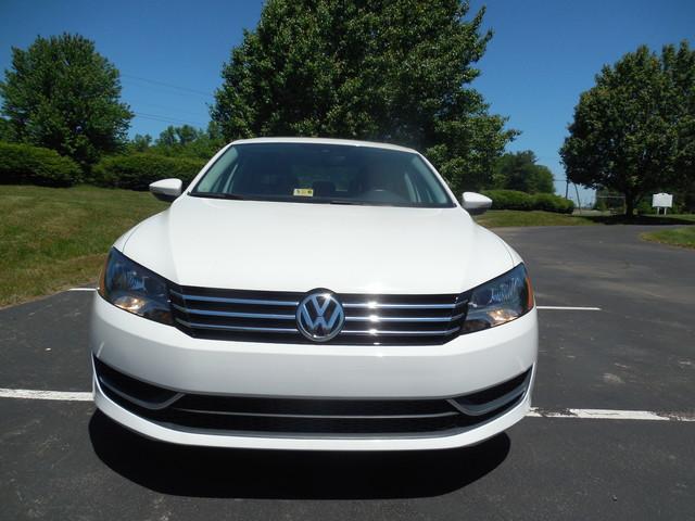 2012 Volkswagen Passat SE w/Sunroof  Nav Leesburg, Virginia 4