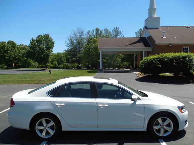 2012 Volkswagen Passat SE w/Sunroof  Nav Leesburg, Virginia 6