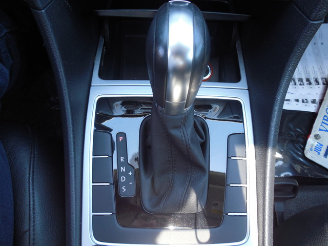 2012 Volkswagen Passat SE w/Sunroof  Nav Leesburg, Virginia 20