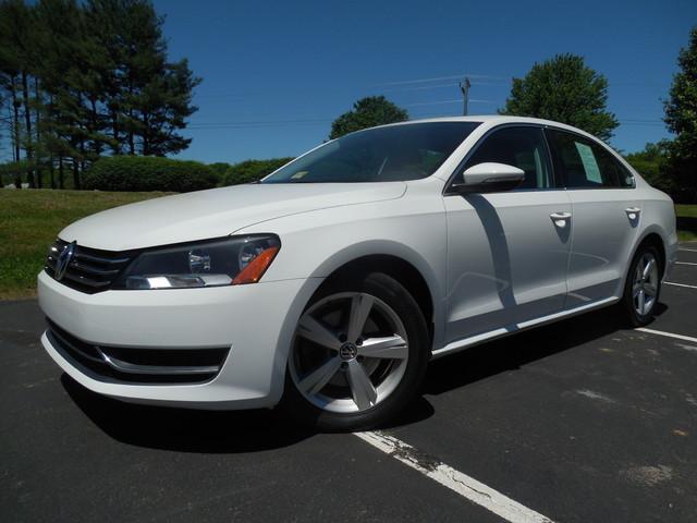 2012 Volkswagen Passat SE w/Sunroof  Nav Leesburg, Virginia 1